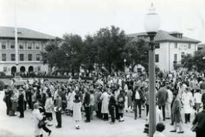 Students on Main Mall