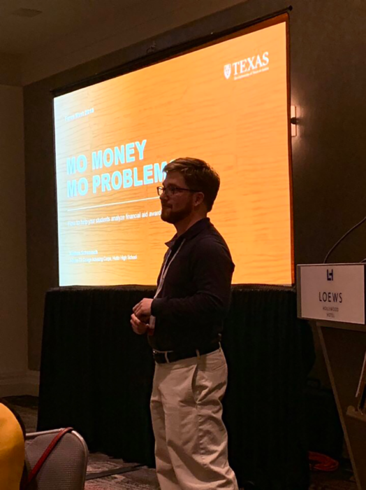 """Nathan Schwausch presenting a workshop on how to read financial aid award letters entitled """"Mo Money, Mo Problems"""" during the CAC Forum"""