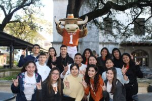 Rio Grande Valley students visiting UT w Bevo mascot